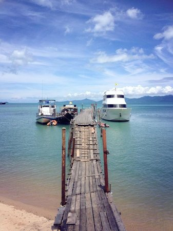 Melati Beach Resort & Spa: Bophut Pier at Fisherman's Village