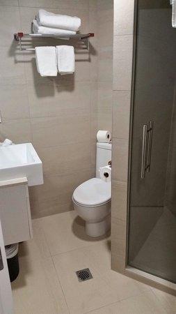 VR Queen Street: Tiny Bathroom, room 705
