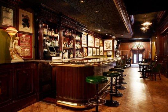 The Scarlet Huntington: Big 4 Bar