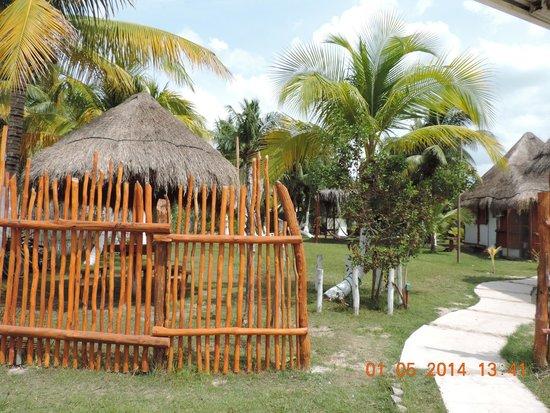Golden Paradise Camping Area: entrada del hostal