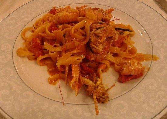 Ristorante Con Pizza Belvedere Scerman: tagliatelle con scampi e pachino