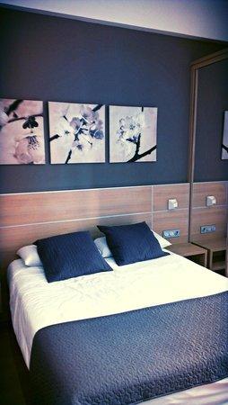 Pension Kursaal: La cama es muy comoda y el diseño de la habitación es muy agradable