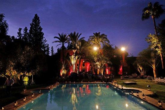 Dar Ayniwen Villa Hotel : The house at night