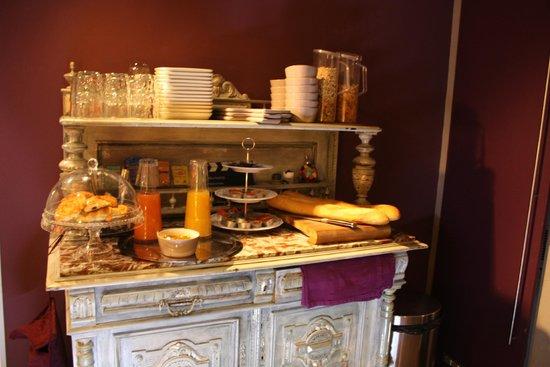 Hotel 7 Art: Le buffet du petit-déjeuner
