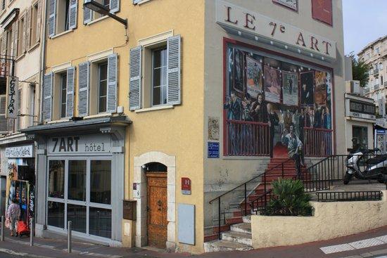 Hotel 7 Art: La jolie façade peinte