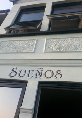 Suenos Guest House: From the outside