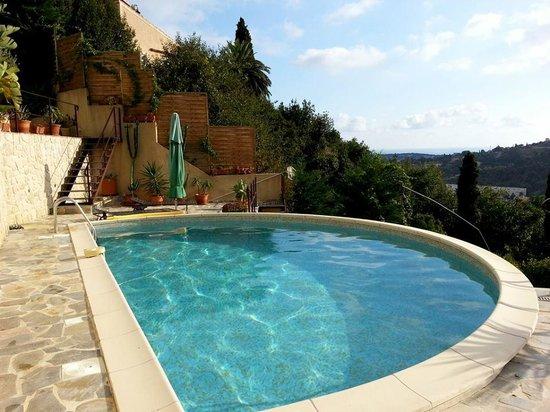 Terrasse mit sommerk che bild von villa les mimosas - Hotels in menton with swimming pool ...