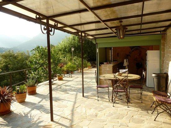 Sommerküche Terrasse : Terrasse mit sommerküche bild von villa les mimosas guest house