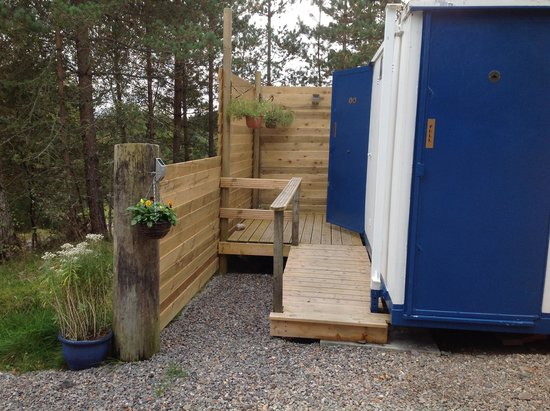 Camping Pod Heaven: temporary toilets and showers