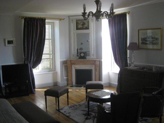 Chateau de Guignes : Chambre Cerises