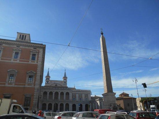 Obelus B&B: A 100 mt dal B&B,San Giovanni in Laterano