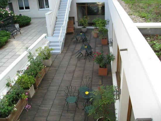 Best Western Amiral Hotel : Courtyard