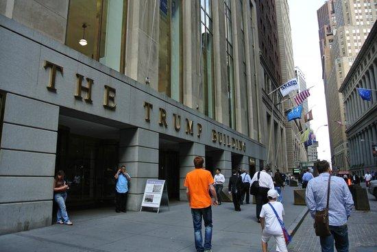 Wall Street Walks: Здание миллиардера Трампа