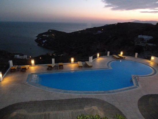 Kolitsani View: Pool bei Nacht