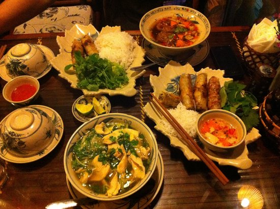 Orchid Cooking Class & Restaurant: Spring rolls, Chicken Pho and Pork Pho