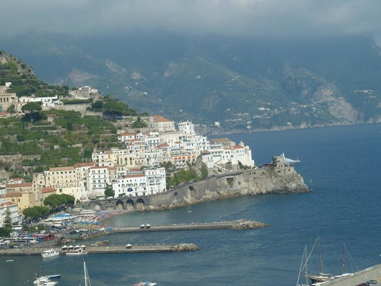 Hotel Il Nido: View of Amalfi from room