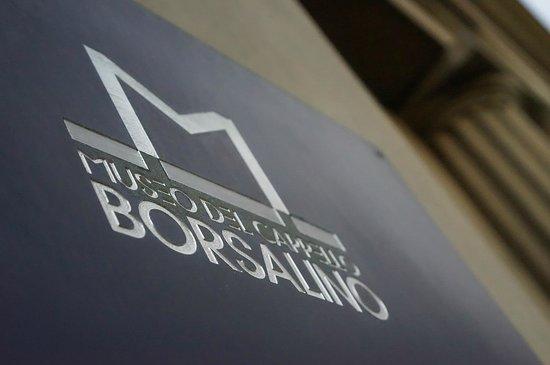 Alessandria, Italy: La targa esterna del museo, con il logo