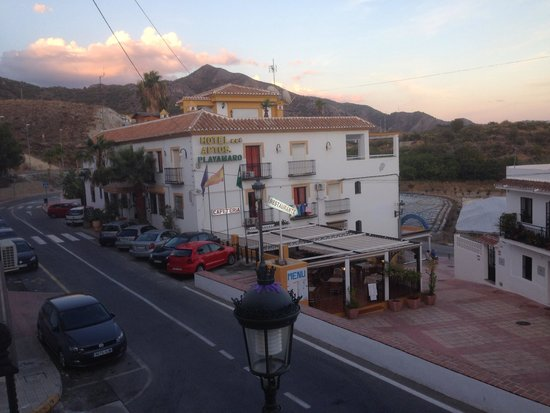 Hotel Playamaro: View of main hotel and bar/restaurant from hotel annexe