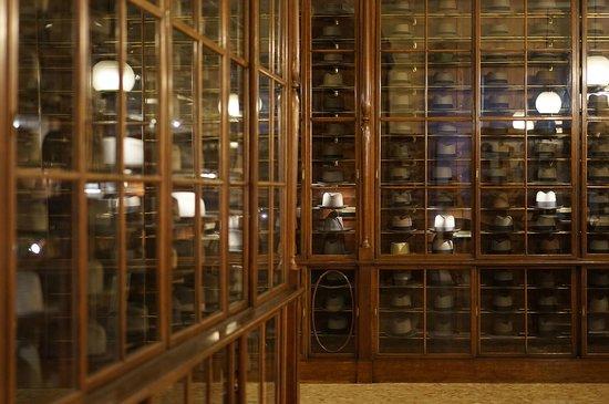 le forme in legno usate per costruire il Borsalino - Foto di Museo ... fc1a32ed27c7