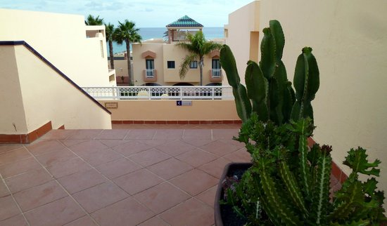 H10 Sentido Playa Esmeralda : escaliers menant à la plage