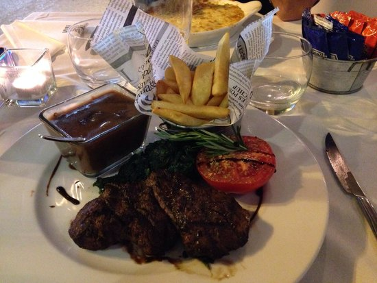 News Cafe: Lovely fillet steak with mushroom sauce