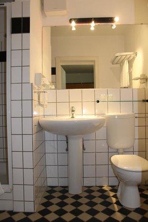 Hotel an der Therme Haus 1: Badezimmer