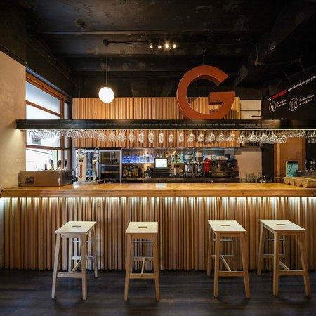 Foto barra la giganta sevilla tripadvisor for Barras de bar para casa rusticas