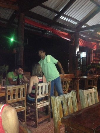 Barba Roja Restaurant: Chico serving