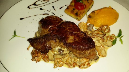 La Girole: Beef of the Gods.... Black and Blue! Perfect...