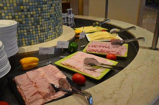 Radisson Blu Resort & Spa, Malta Golden Sands: Hams and cheese choices for breakfast