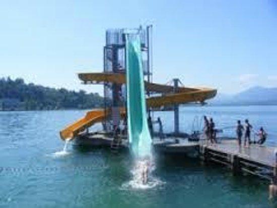 Ici un magnifique toboggan la piscine directement dans for Camping lac du bourget piscine