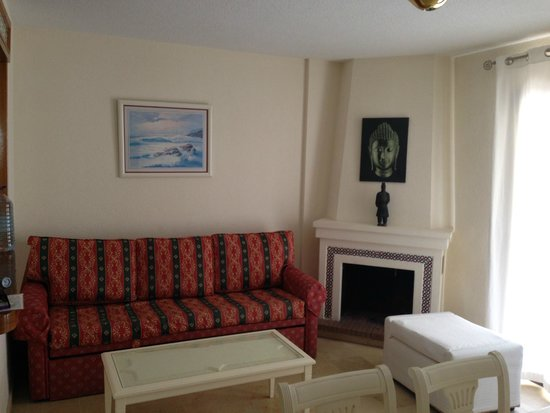 Club Bellasol: sitting area with fireplace