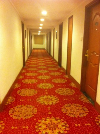 Regency Madurai by GRT Hotels : lobby leading to rooms