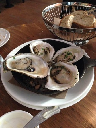 Artisan Bistro: Best oysters EVER!!!!