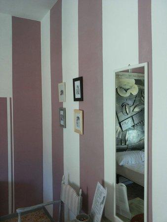 Follonica, Italie : Stanza dello Stregatto (pittura muro laterale)
