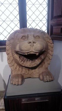 Museo di Scultura Antica Giovanni Barracco : Testa di leone fenicia in alabastro