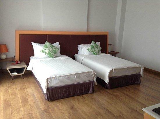 Prajaktra Design Hotel : ห้องนอนเตียงทวิน ชอบตรงห้องกว้างครับ