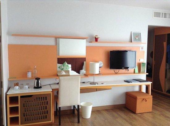 Prajaktra Design Hotel : ภายในห้อง มีของใช้และสิ่งอำนวยความสะดวกครบ