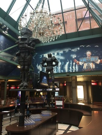 STARLIGHT EXPRESS: Die Haupt-Bar im Foyer