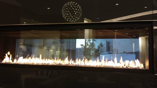 Homewood Suites by Hilton Denver Downtown-Convention Center: The fireplaces added a nice warmth to the decor