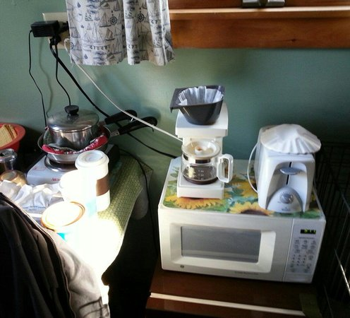 "Boothbay Resort: The ""kitchenette"". To use coffe pot you have to unplug the frig."