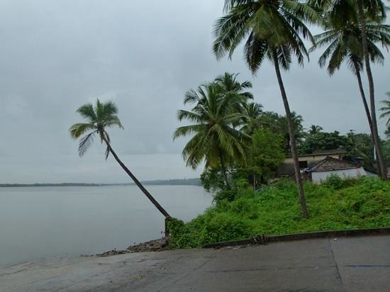 crossing point for Divar Island