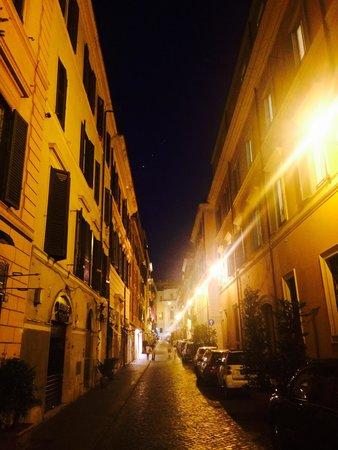 64 Suites Apart : The laneway <3