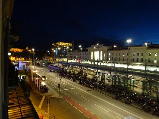 Hotel Bernina Geneve : 部屋からの夜景(駅側の部屋,駅南方)