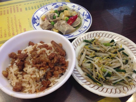 Jiulinluroufan : ルーロウファン(小)、もやしの炒め物、鶏肉?と野菜の中華炒めみたいなもの