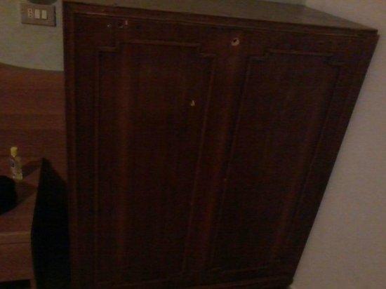Hotel Piola: Age old broken Cupboard