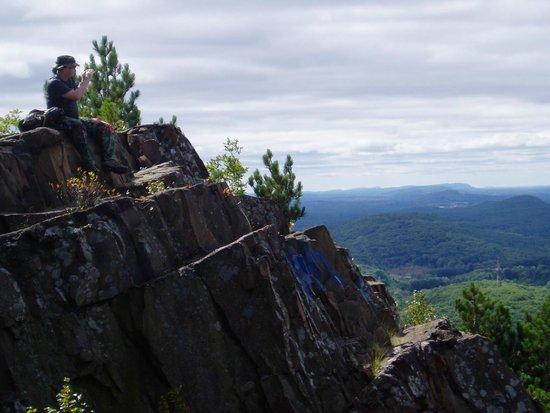 Mount Tom State Reservation: Cliffs just below the summit