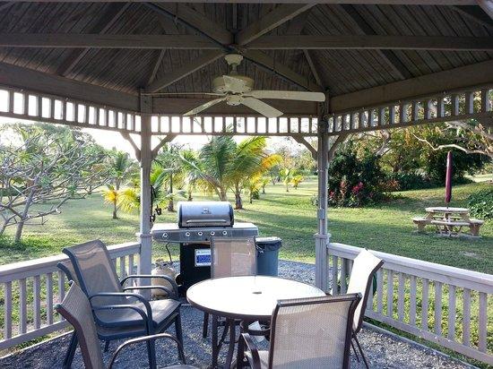 كلوب سانت كرويكس بيتش آند تنس ريزورت: Club St Croix Grill area
