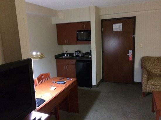 La Quinta Inn & Suites Newark - Elkton : Kitchenette