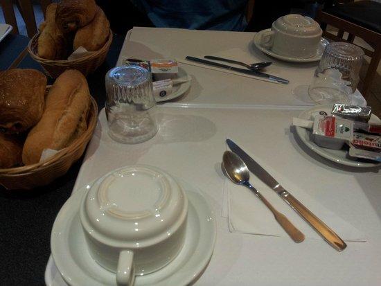 Hotel Audran: Café da manhã simples mas delicioso
